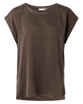 T-shirt with rounded hems
