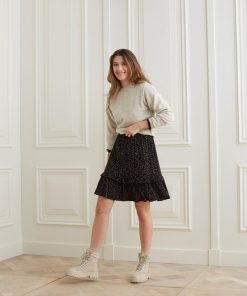 Boxy sweater with long sleeves